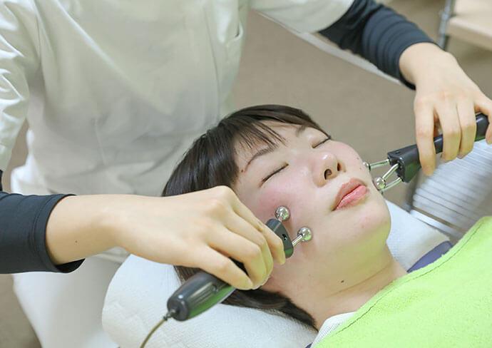 タップ接骨院での立体動態波療法(美顔)