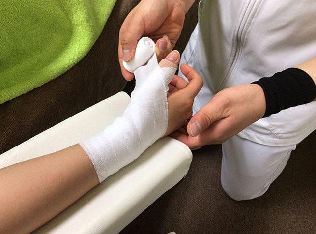 タップ接骨院のケガの治療の様子